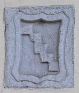 Lo stemma in pietra